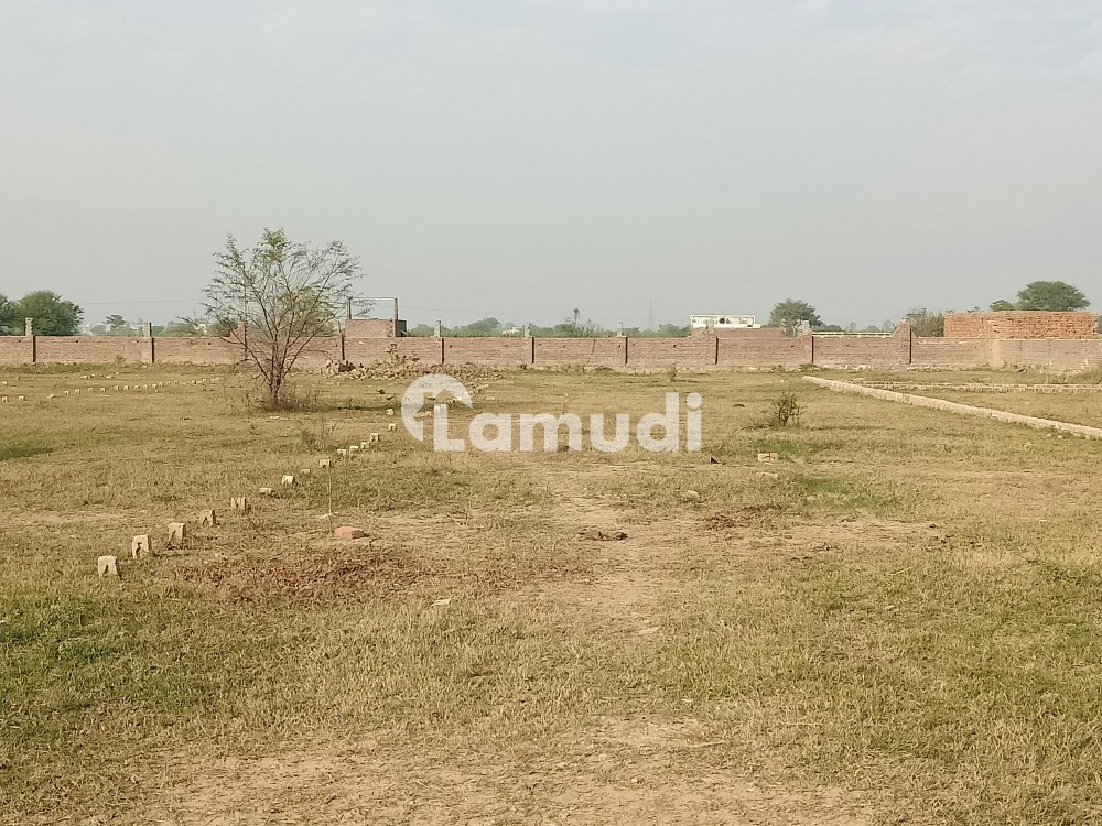 Commercial Plot Is Available For Sale At Gujrat Road - Others