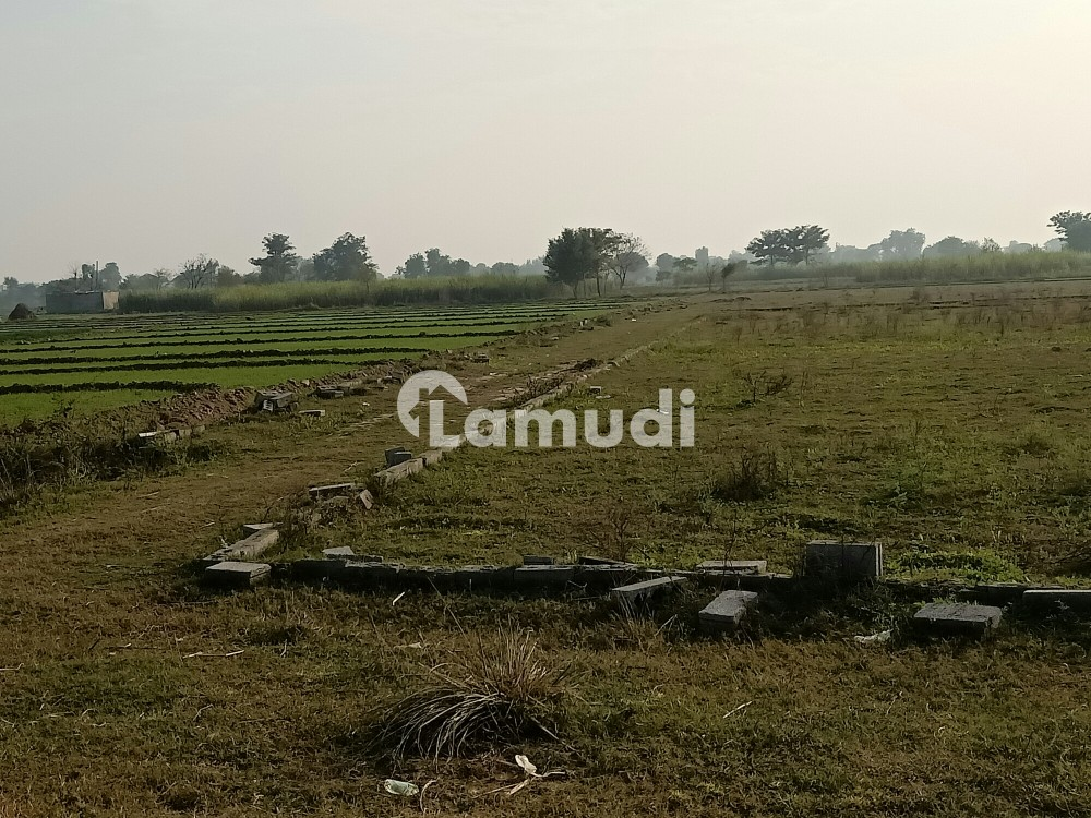 Commercial Plot Is Available For Sale On Gujrat Road - Others