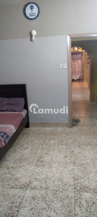 Flat Is Available For Sale - Pakistan Chowk