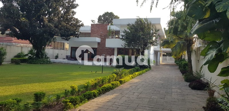 Business Communicators Presents Main Embassy Road 4 Bed Rooms House Available For Rent - G-6