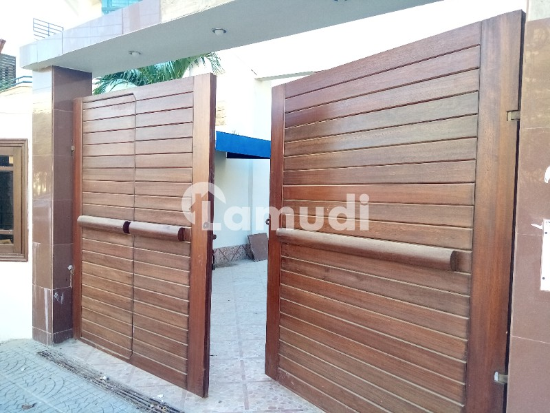 500 Sq. Yard Slightly Used House Modern Design Proper 6 Bedrooms - DHA Phase 7