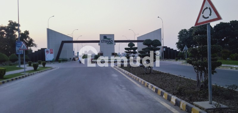 8 Marla Lda Approved Hot Location Commercial Plot For Sale On 2 Year Installment In Etihad Town Lhr - Etihad Town