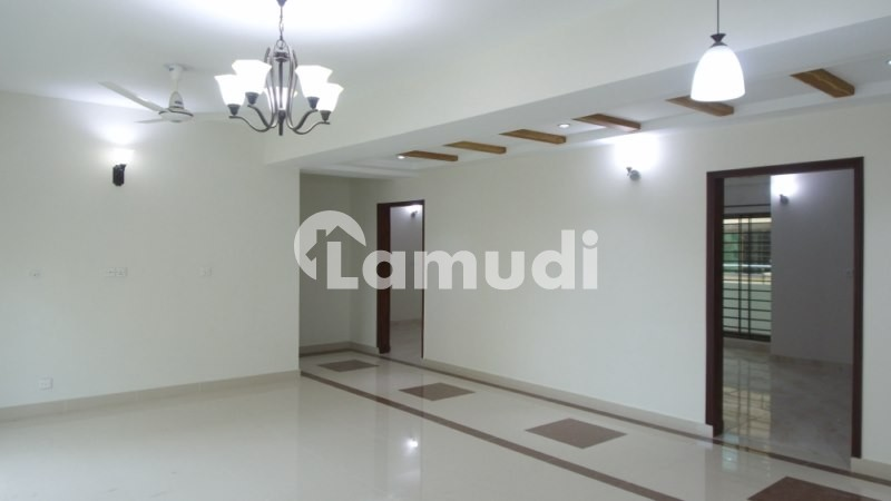 3 Bed Ground Floor Brand New With Gas Flat Sized 2700  Square Feet For Rent - Askari 11 - Sector B Apartments