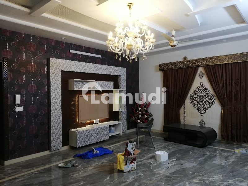 1 Kanal Full House Available For Very Luxurious House - DC Colony