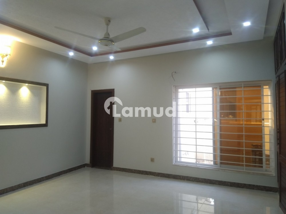 Spacious House Is Available In Bahria Town Rawalpindi For Rent - Bahria Town Phase 8 - Umer Block