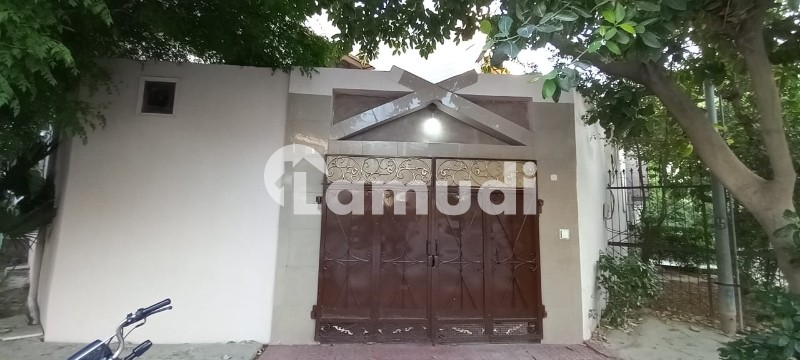 Corner House In Prime Location - Peoples Colony No 1