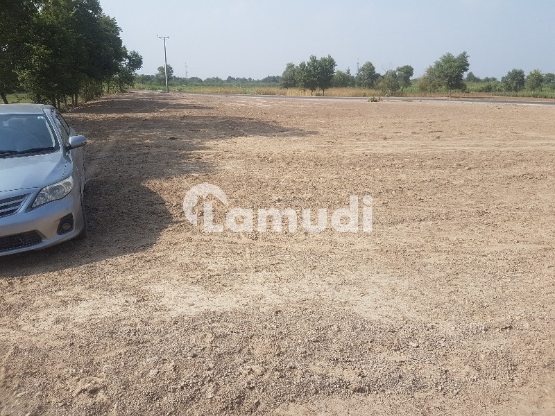 Commercial Plot For Sale On Motorway Interchange - Others