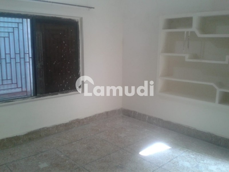 1 Room With Courtyard  For Rent - Dilawar Colony