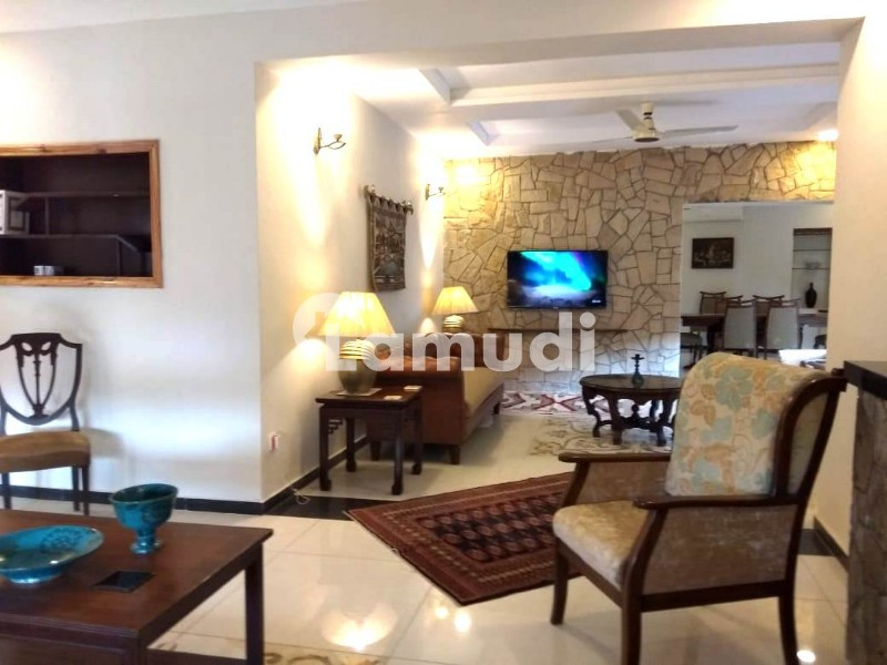 Fully Furnished Newly Renovated Room For Short Term Rental - Park View