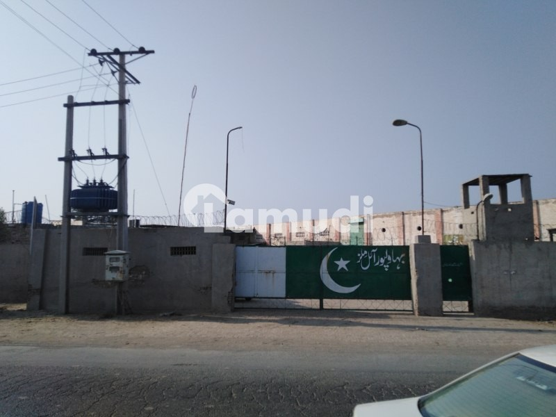 Factory Of 36000  Square Feet In Ahmedpur Road Is Available - Ahmedpur Road