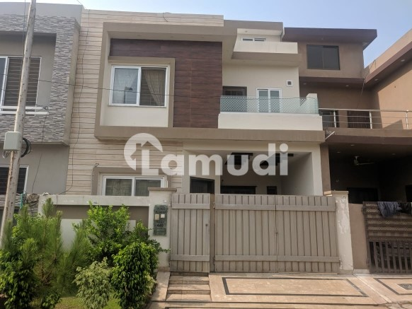 A Beautiful House  Is Available For Sale Opposite Of Mosque - Park View Villas - Topaz Block