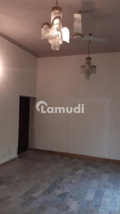 2 Kanal Lower Portion With Swimming Pool Available For Rent - Cavalry Ground