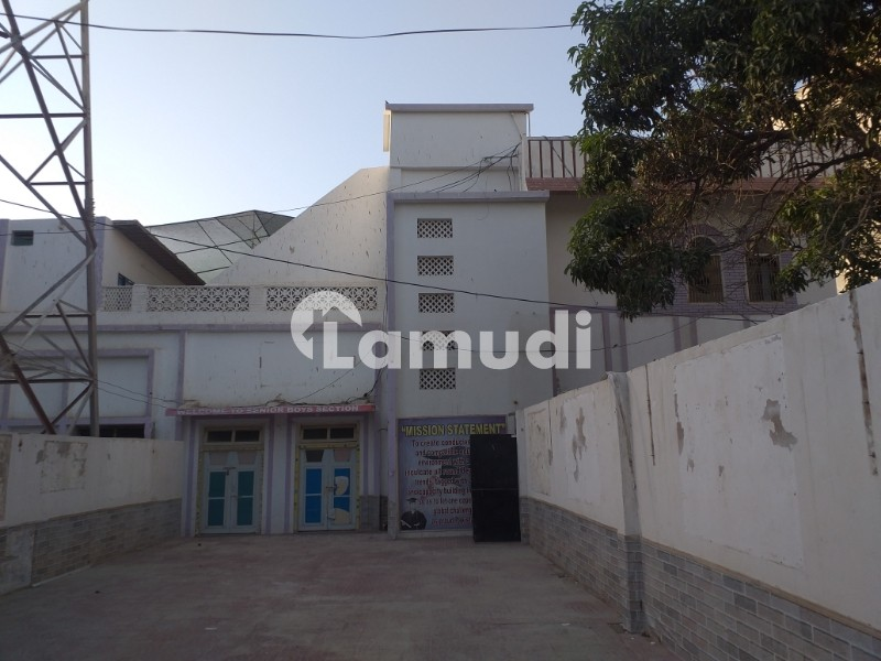 Double Storey Building With 17 Spacious Room And Very Big Parking - Latifabad