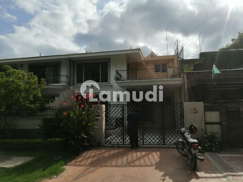 F74 Ideal Location Park Face Independent House With Basement For Rent - F-7/4
