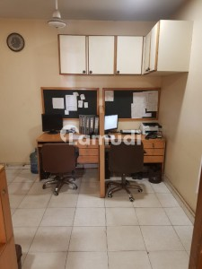 Office Of 550  Square Feet In I.I. Chundrigar Road Is Available