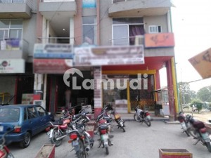 Johar Town 875 Square Feet Flat Up For Rent
