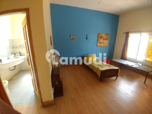 15 Marla Newly Built Upper Portion For Rent