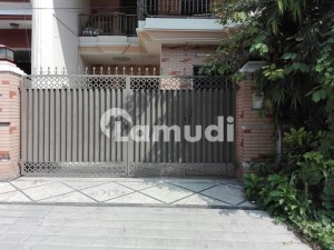 Allama Iqbal Town House Sized 2250  Square Feet Is Available