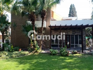 1000 Square Yard Very Beautiful And Luxury House With A Magnificent Lush Green Garden On Prime Location Available For Rent In Islamabad