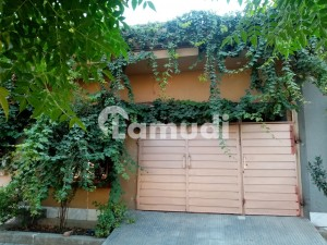 House For Sale In Beautiful Khayaban-e-Manzoor