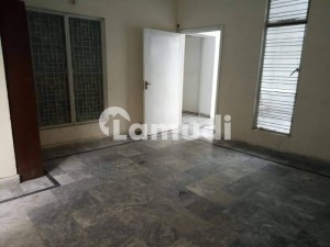 1350  Square Feet Upper Portion Situated In Walton Road For Rent