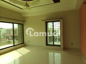 1 Kanal House Upper Portion Available On Rent With 3 Bedrooms