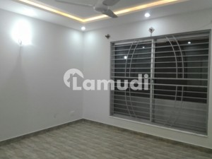 D12 500 Sq Yd Brand New Ground Portion For Rent