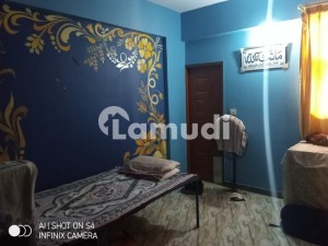 In Lyari Town 1st Floor Flat For Sale Sized 915  Square Feet