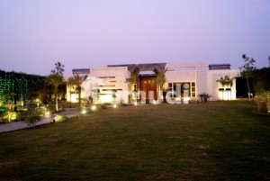 4 Kanal Furnish Farmhouse For Rent With Temperature Controlled Pool
