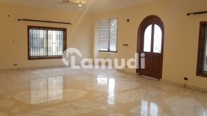 F 8 Double Storey House 4 Bedrooms Dd TV Beautiful Lawn Rent 210 Lac