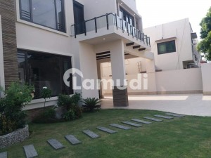 9000  Square Feet House In D.H.A For Sale