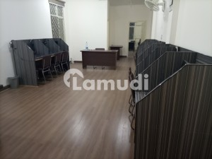 Stunning 900  Square Feet Office In Chandni Chowk Available