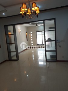 10 Marla House Available For Rent