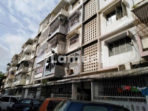 Gulshan-e-Iqbal Town Flat Sized 1350 Square Feet Is Available