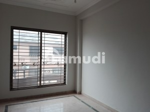 Bahria Town Lower Portion Sized 10 Marla For Rent