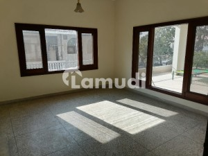 F-10 666 Sq Yd Upper Portion 3 Bedrooms Separate Gate Rent 80000
