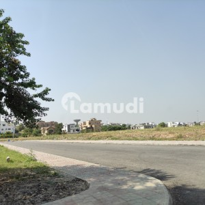 Near To Islamabad Express Highway Gate No 7 Best Location  In Reasonable Price Plot Available For Sale