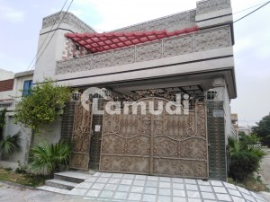 In Hayatabad House For Sale Sized 10 Marla