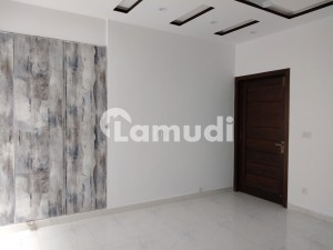 Gulberg Upper Portion Sized 12 Marla Is Available