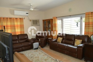 Fully Independent Upper Portion in F-7 ,3Bed Rooms