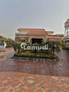 Luxury Farm House For Sale In Chak Shahzad