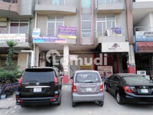 Johar Town 600 Square Feet Flat Up For Sale