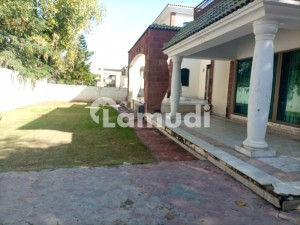 1200 Sq Yards House For Rent