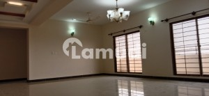 2250  Square Feet Flat For Rent In Beautiful Cantt