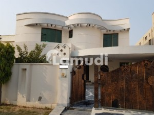 Lavish Bungalow Available For Sale At Hot Location