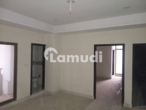 In B-17 Flat Sized 1110  Square Feet Corner For Rent