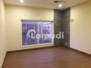 F10 House For Rent Beautiful Location