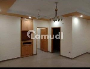 Bhimber Road Flat Sized 800 Square Feet For Rent