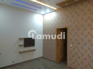 House In Bahria Town Sized 10 Marla Is Available