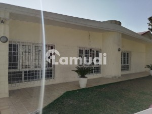 F 8 1000 Sq Yd Single Storey House 4 Beds Tiled Floors Nice Lawn Rent 350